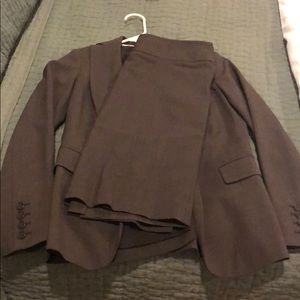Banana republic skirt suit in good condition.